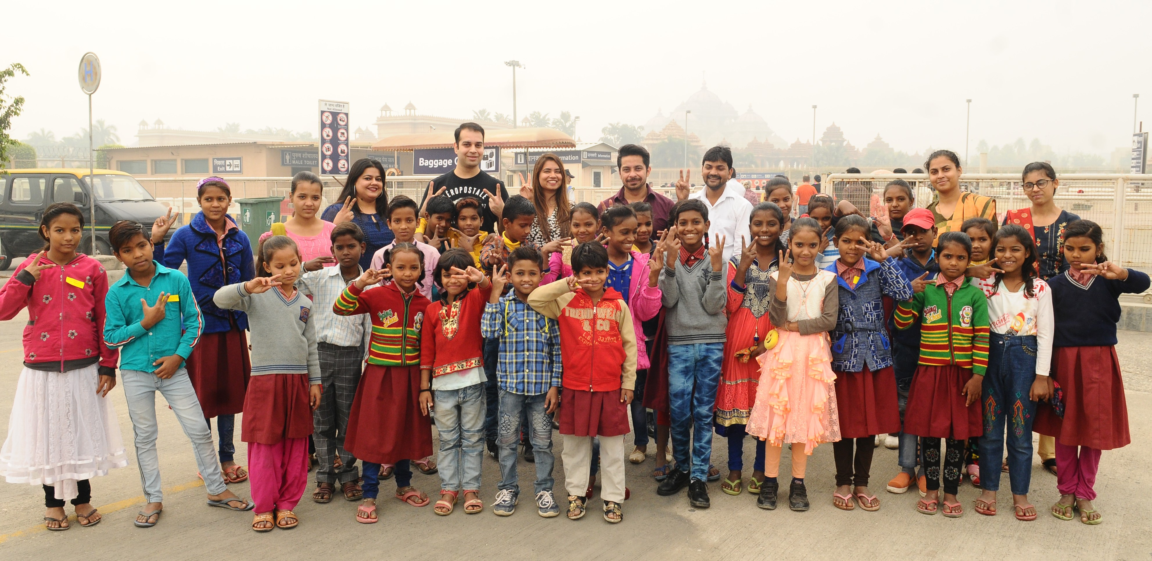 Barco-celebrates-Children's-Day-with-children-from-Sakshi-NGO-at-Swaminarayan-Akshardham-Delhi-as-the-temple-completes-14-years