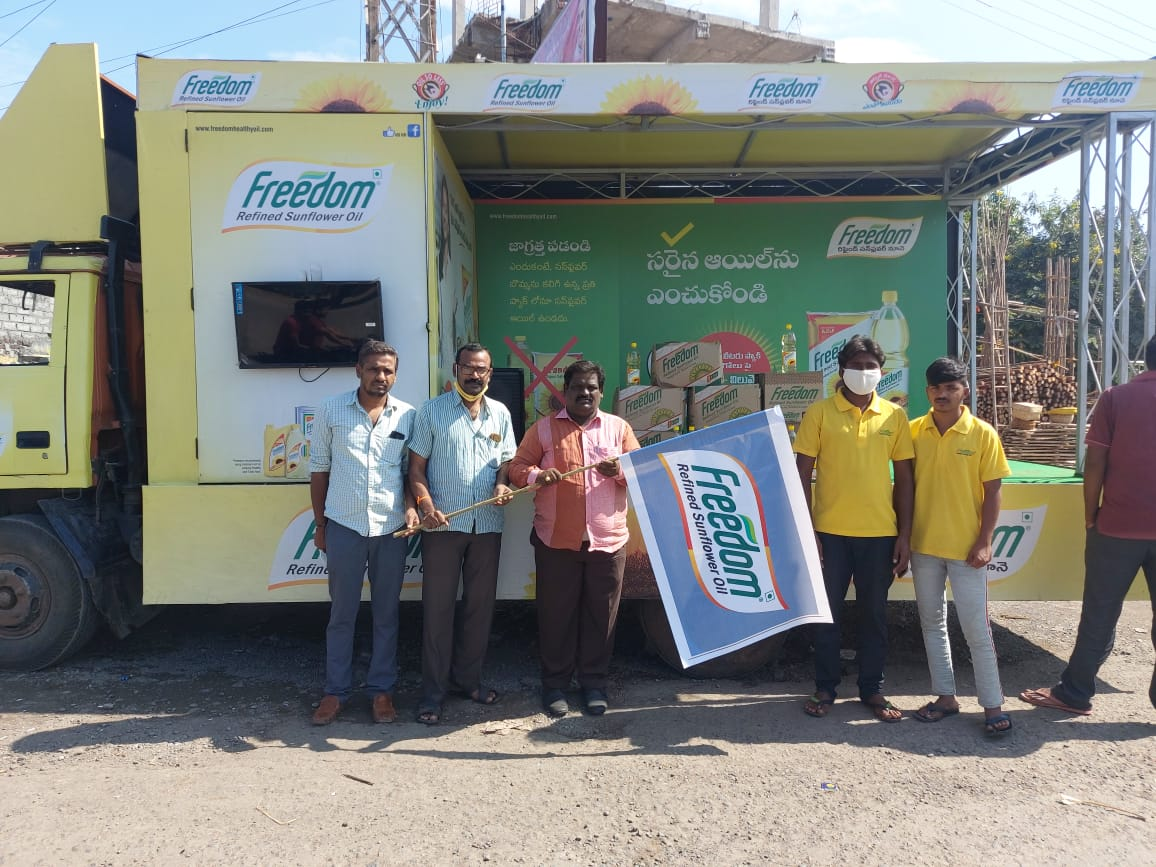 Freedom-Healthy-Cooking-Oils-Flags-off-Freedom-Education-Van